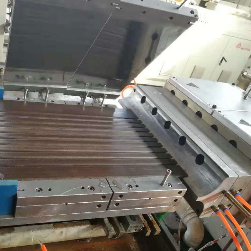 plastic extrusion mould for WPC decking