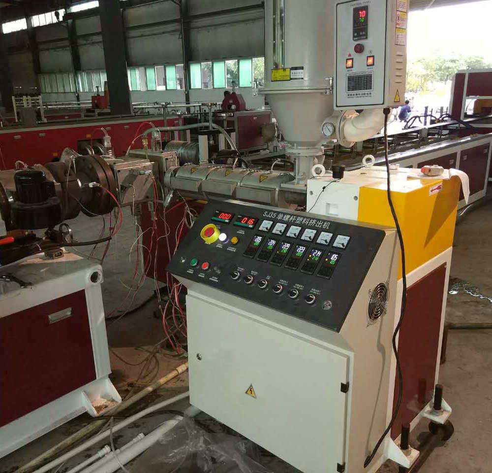 WPC coextruder machine