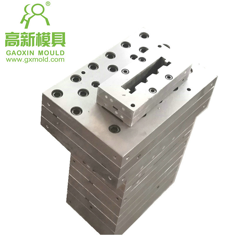 extrusion mould for composite floor